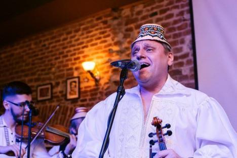 SOS Autism Bihor vă invită: Concert de colinde şi pricesne, cu 'urmaşul' Fraţilor Petreuş, în scop caritabil