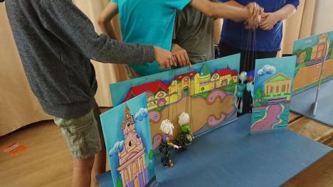 Proiectul 'Marionete la şcoală': sute de copii din Bihor au învăţat să fie păpuşari şi regizori (FOTO)