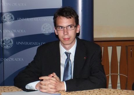 Studenţii la atac: Îl acuză pe preşedintele Senatului, Sorin Curilă, că a băgat candidaţi 'cu japca' la alegeri
