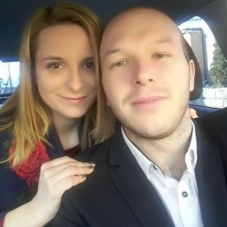 Iubire dincolo de moarte: Cei doi tineri logodnici din Drăgăneşti care au murit carbonizaţi într-un incendiu au fost înmormântaţi împreună (FOTO)
