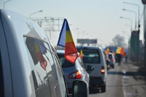 'Steagul UE e la noi, PSD, marş la gunoi!': Ştafeta Steagului Uniunii Europene a ajuns în ţară prin Vama Borş (FOTO/VIDEO)