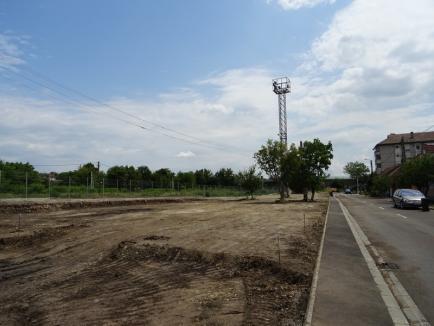 Municipalitatea amenajează un loc de joacă şi un teren de minifotbal pe strada Martin Anderson Nexo (FOTO)