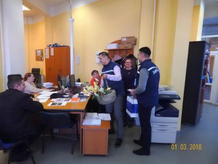 Mărtişor CAO: Doamnele şi domnişoarele au primit mărţişoare de la angajaţii Companiei de Apă (FOTO)