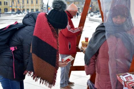 Nu-şi scot nici chiria! Gerul şi pierderea tradiţiilor au dus la prăbuşirea vânzării de mărţişoare (FOTO)