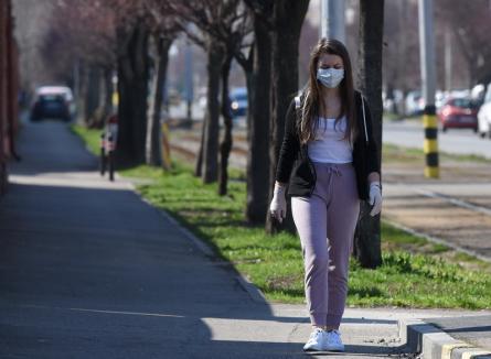 Locuitorii din Maramureş, Iaşi, Galaţi şi Vaslui, OBLIGAŢI să-şi acopere nasul şi gura cu măşti, medicale sau improvizate