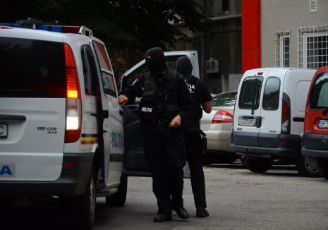 Poliţiştii din trei judeţe au descins în Bihor: Percheziţii la două firme de construcţii implicate într-o fraudă de 1 milion de lei