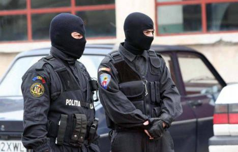 Gafa mascaţilor: Au descins la o adresă greşită şi au lovit şi umilit doi pensionari