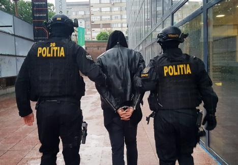 Ca-n filme! Rețea de infractori din Cluj, condusă de un fost șef al BCCO, reținută de DIICOT pentru că șantaja... traficanții de droguri (VIDEO)