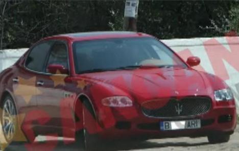Preot român, la volanul unui Maserati (VIDEO)