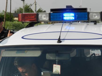 Accident în Leş: O maşină s-a răsturnat, iar o femeie şi cei doi copii ai ei au fost răniţi