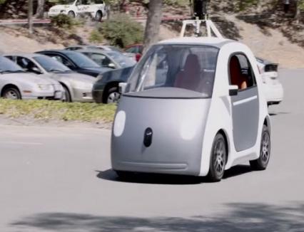 """Se """"conduce"""" singură: Maşina Google, fără volan, pedale şi frâne (VIDEO)"""