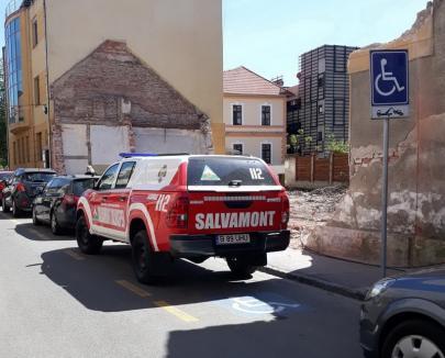 Salvatori în pericol: Un şofer de la Salvamont, amendat că a parcat pe un loc alocat persoanelor cu handicap