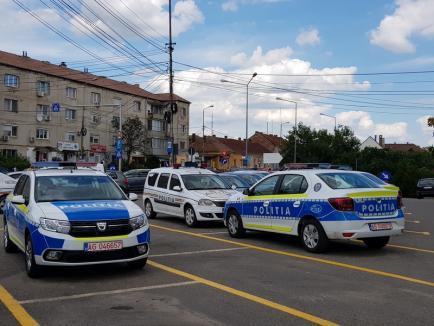 Poliţia Bihor a primit maşini noi, colorate. Vă place cum arată? (FOTO)