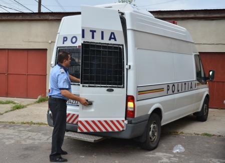 După ce un coleg de-al lor a fost ucis, poliţiştii din Suceava vor fi dotaţi cu maiouri antiglonţ şi anti-înjunghiere
