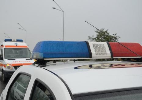 Un poliţist din Bihor a fost atacat de bărbatul pe care îl încătuşa. Află cum a pornit scandalul!