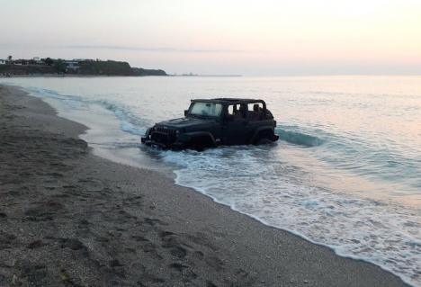 Cocalar de Franţa: Amendat cu 10.000 lei pentru că a intrat cu maşina pe plaja din Vama Veche (VIDEO)