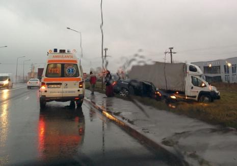 Autorul accidentului de pe Centură, căutat de poliţişti: Individul, cu permisul anulat, a vrut să-şi întoarcă Audi-ul pe linie dublă continuă!