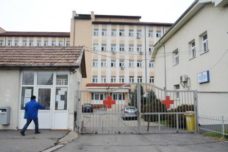 """La Maternitatea din Oradea începe un nou curs gratuit de """"Şcoala Mamei"""", destinat viitoriilor părinţi, dar şi bunicilor"""