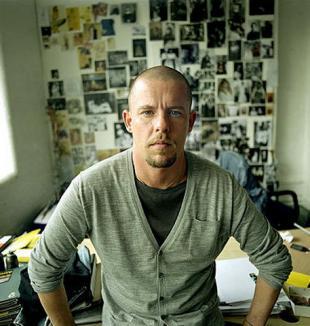 Designerul Alexander McQueen s-a sinucis