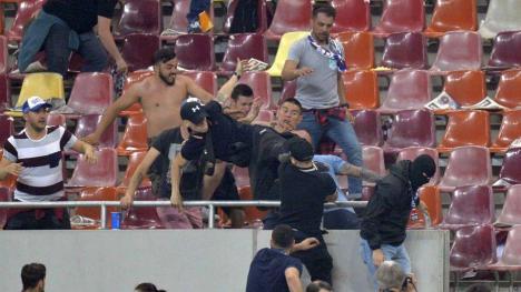 Fotbal cu pumni şi picioare: Derby-ul CSA Steaua - Rapid, întrerupt de bătăi între suporteri (VIDEO)