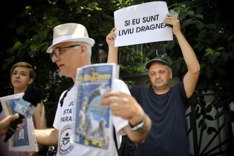 'Şi eu sunt Liviu Dragnea!': Câteva zeci de susţinători ai fostului şef PSD au protestat, duminică, la Cotroceni