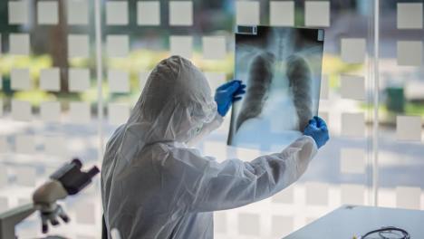 Mărturia unui medic infectat cu coronavirus, după o lună de spitalizare: Sentimentul că nu te vei mai întoarce la viața ta e copleșitor