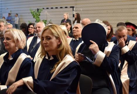 Securist cu sechele: Preotul Megheşan n-a ştiut cum să-şi ascundă faţa la deschiderea anului universitar