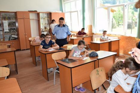 Le-ar putea da lecţii multor şoferi: Copiii din 10 judeţe s-au întrecut în reguli de circulaţie la Şuncuiuş (FOTO)