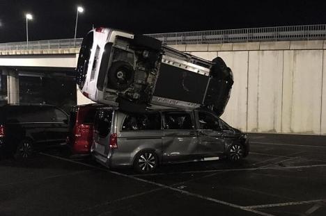 Răzbunare la Mercedes: Un fost angajat a distrus maşini în valoare de 5 milioane de euro (FOTO)