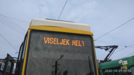 Mesaje anti-Covid în mijloacele de transport în comun din Oradea (FOTO)