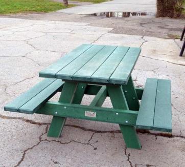 Primăria a achiziţionat mese de şah de peste 2800 de euro pentru parcuri