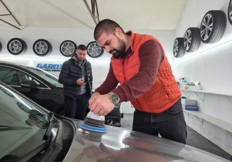 Meșteri de... avioane: Trei amici au deschis primul atelier din Bihor acreditat care oferă servicii şi tratamente pentru avioane (FOTO / VIDEO)