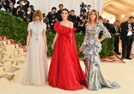 Ţinute extravagante la Met Gala 2018: Rihanna a atras toată atenţia, cu rochia 'papală' (FOTO)