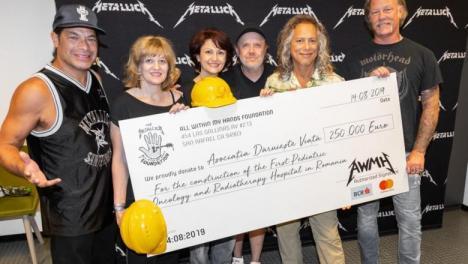 Metallica #DăruieşteViaţă. Aflată în concert în România, trupa a donat 250.000 de euro pentru construirea primului spital de oncologie pediatrică și a cântat o piesă de la Iris (VIDEO)