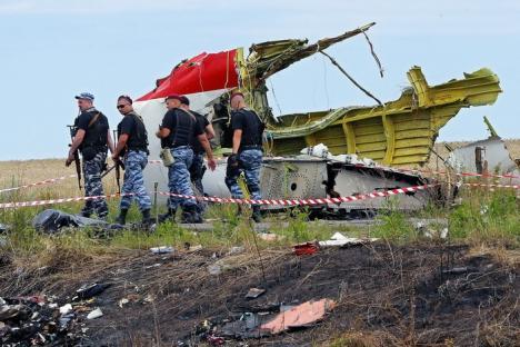 Oficiali americani: Zborul MH17, probabil doborât din eroare de către oameni slab pregătiţi