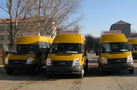 17 comune din Bihor primesc microbuze şcolare