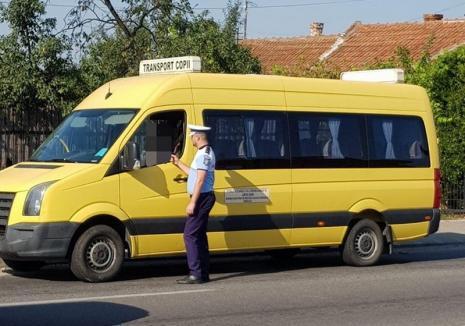 Poliţiştii se pregătesc de şcoală: Controlează microbuzele, şoferii care transportă elevi şi semnalizarea rutieră din zona unităților de învățământ