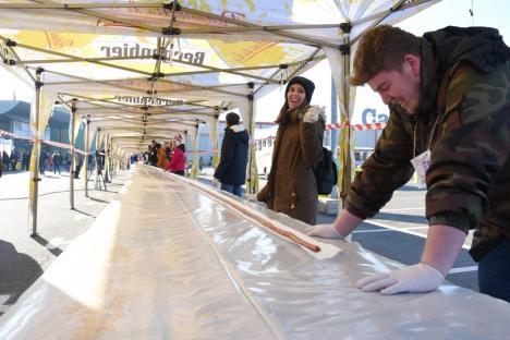 De Cartea Recordurilor: Preparat la Oradea, cel mai mare mic din lume a atins 215,6 metri! (FOTO / VIDEO)