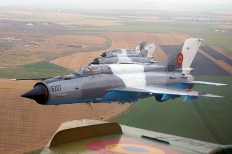 Un MIG 21 al Forţelor Aeriene Române s-a prăbuşit în Constanţa. Pilotul s-a catapultat (VIDEO)