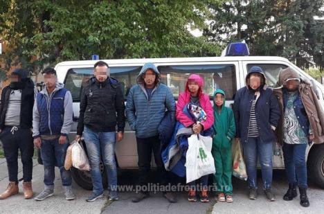 Șoferițe de Audi și BMW, pe post de călăuze pentru opt migranţi prinşi în Cheresig (VIDEO)