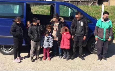 Captură de migranţi: Poliţiştii bihoreni au prins nouă irakieni, între care şase copii, în timp ce încercau să iasă ilegal din ţară
