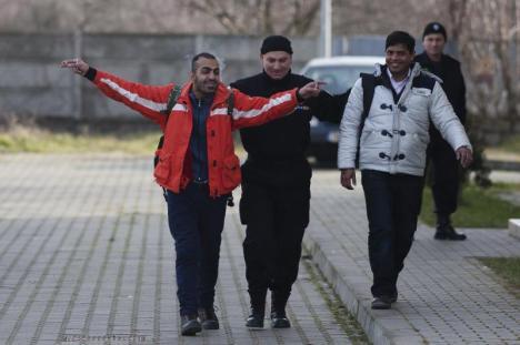 60 de imigranţi, prinşi în timp ce încercau să intre ilegal în România
