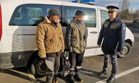 Nu vor în România! Încă șase tineri afgani au vrut să fugă ilegal din ţară prin Valea lui Mihai. Călăuza - un sârb de 25 de ani (FOTO / VIDEO)