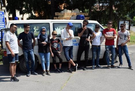 Două călăuze şi 9 migranţi, prinşi la Valea lui Mihai