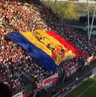 Gest emoţionant făcut de clubul FC Utrecht şi fani pentru Mihai Neşu (VIDEO)