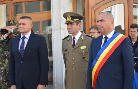 Prefect contra primar: Administratorii de asociaţii din Oradea, 'salvaţi' de prefectul Ioan Mihaiu
