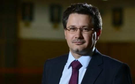 """Ministrul care vede semne bune în viitură: """"La români se spune că apa aduce noroc, cred că-i va aduce noroc lui Ponta"""""""