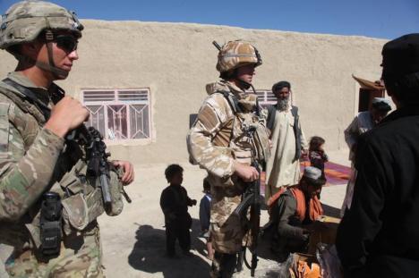 Atac cu maşină capcană: Opt militari români, răniţi în Afganistan