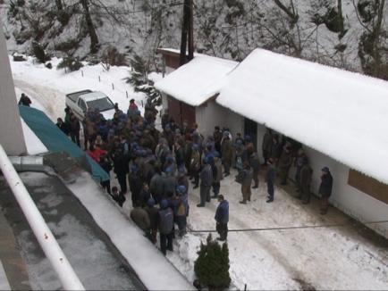 Minerii din Băiţa au suspendat protestul până vineri