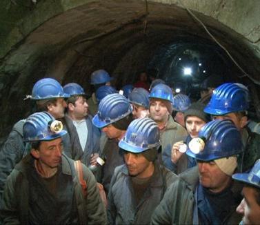 Minerii de la Băiţa au reînceput munca, după ce au fost preluaţi de o nouă societate